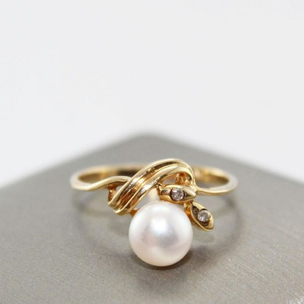 10K Freshwater Pearl & Diamonds Ring