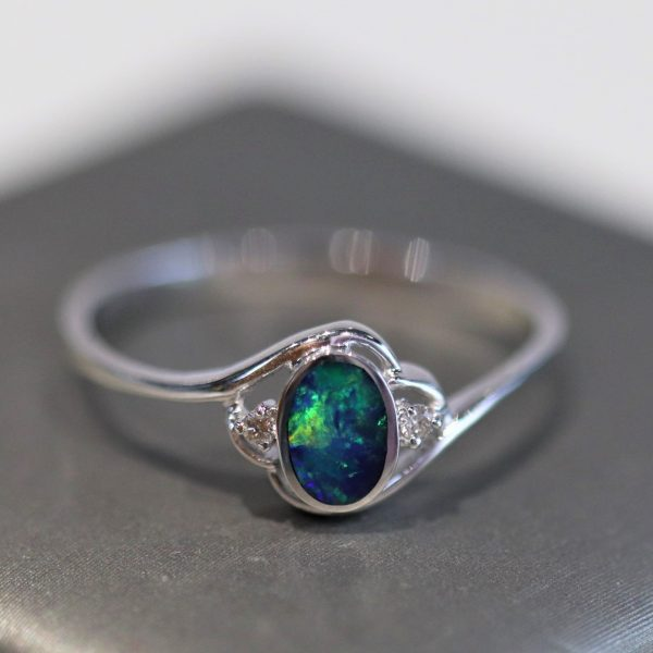 9K White Gold Oval Doublet Opal Ring