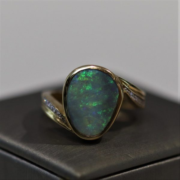 18K Gold Doublet Opal Ring