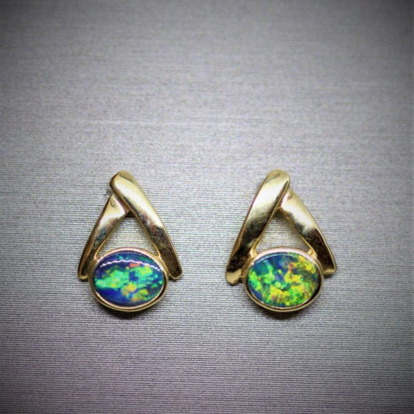 Elegant Beautiful 14K Gold Opal Earrings