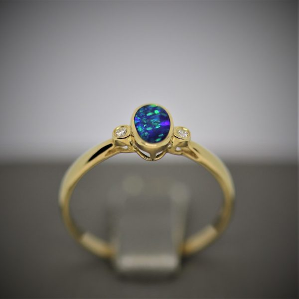9k Gold Oval Doublet Opal Ring