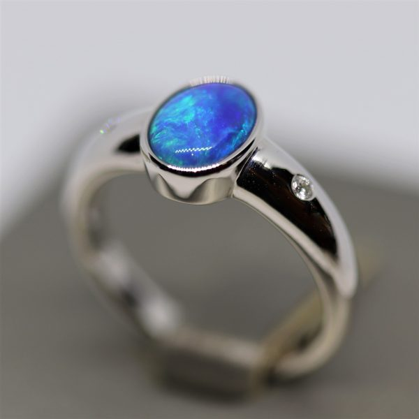 9K White Gold Doublet Opal & Diam Ring