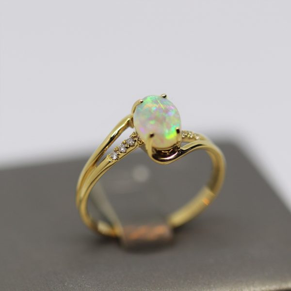18K Yellow Gold Solid Crystal Opal & Diamonds Band Ring