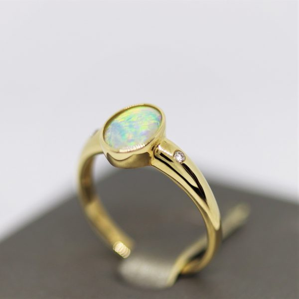 9K Yellow Gold Crystal Opal & Diamonds Ring