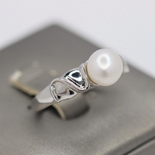 Artsy Freshwater Pearl Silver Ring
