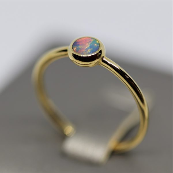 14K Gold Round Multicoloured Doublet Opal Ring